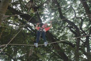 Games Outbound High Ropes - Two line bridge adalah penyeberangan dengan menggunakan dua utas tali.